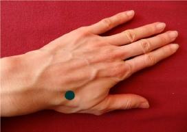 Point d'acupression sur la main pour lutter contre les douleurs oculaire