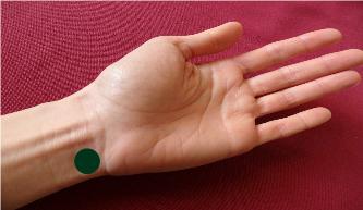 Point d'acupression sur le poignet pour les problèmes de palpitations du coeur